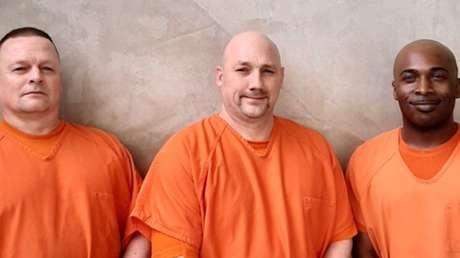 VIDEO: Tres presos salvan la vida a un guardia tras sufrir un ataque cardíaco y perder el conocimiento en EE.UU.