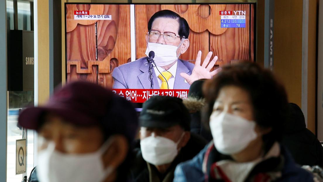 Arrestan en Corea del Sur al líder de una secta de la que miles de miembros se infectaron con coronavirus