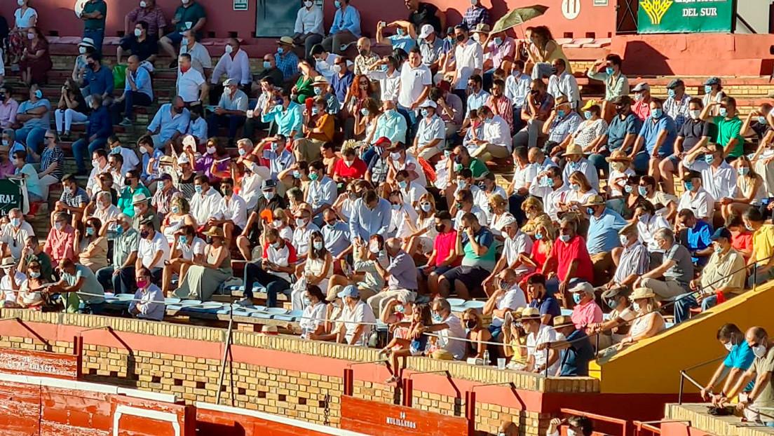 Una masiva corrida de toros en España sin distancia social enerva las críticas en las redes sociales
