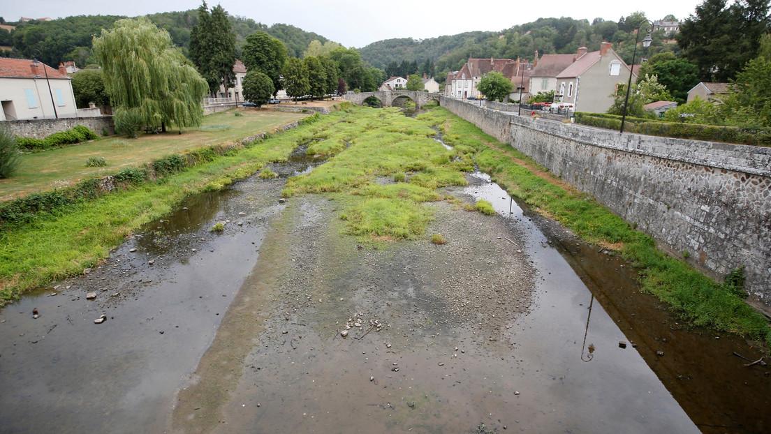 Francia impone restricciones de agua en 68 departamentos del país por la peor sequía en 60 años