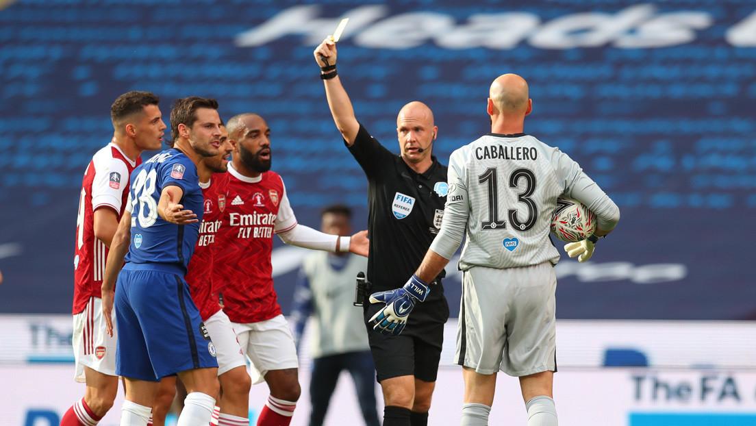 Nueva regla por el covid-19: toser ante un rival o árbitro durante un partido de fútbol podrá suponer en Inglaterra la expulsión