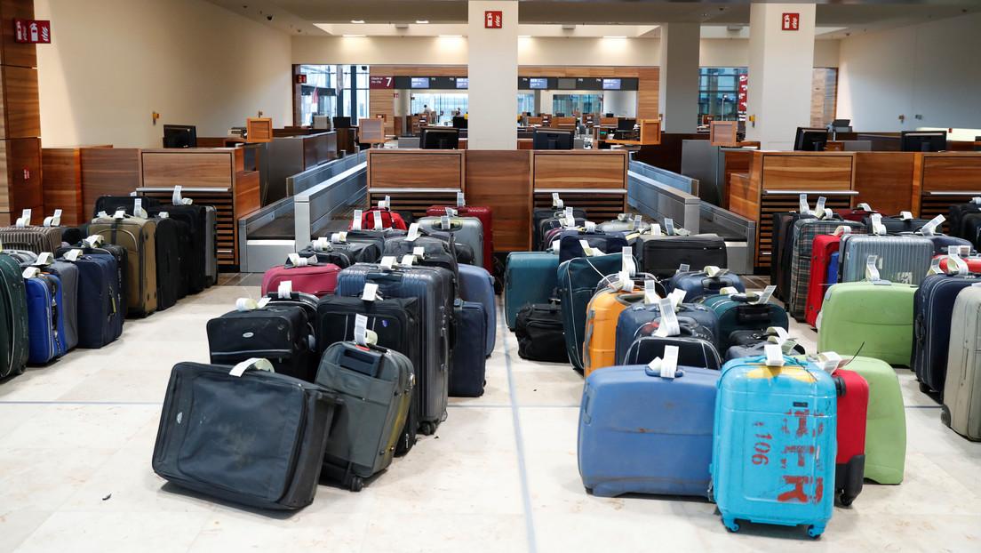 FOTO: Una mujer es sorprendida en un aeropuerto viajando con los huesos de su difunto esposo en el equipaje