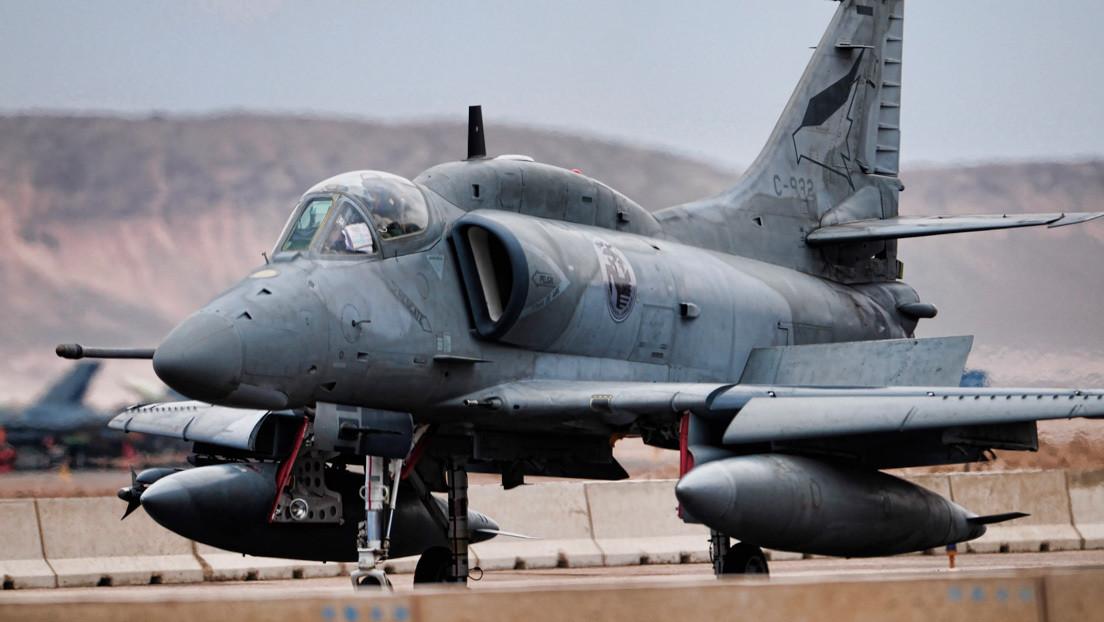 Un cazabombardero de la Fuerza Aérea Argentina se estrella durante un adiestramiento
