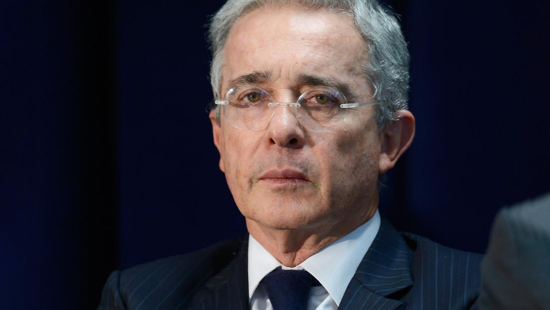 Expresidente colombiano Álvaro Uribe resulta positivo para coronavirus tras su detención domiciliaria