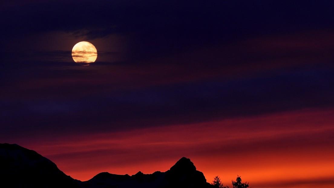 La Luna se tiñe de rojo en varios puntos de Argentina (y la causa no es precisamente buena)