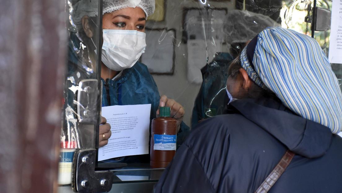 Periodista argentina provoca oleada de repudio por beber en vivo dióxido de cloro en plena pandemia