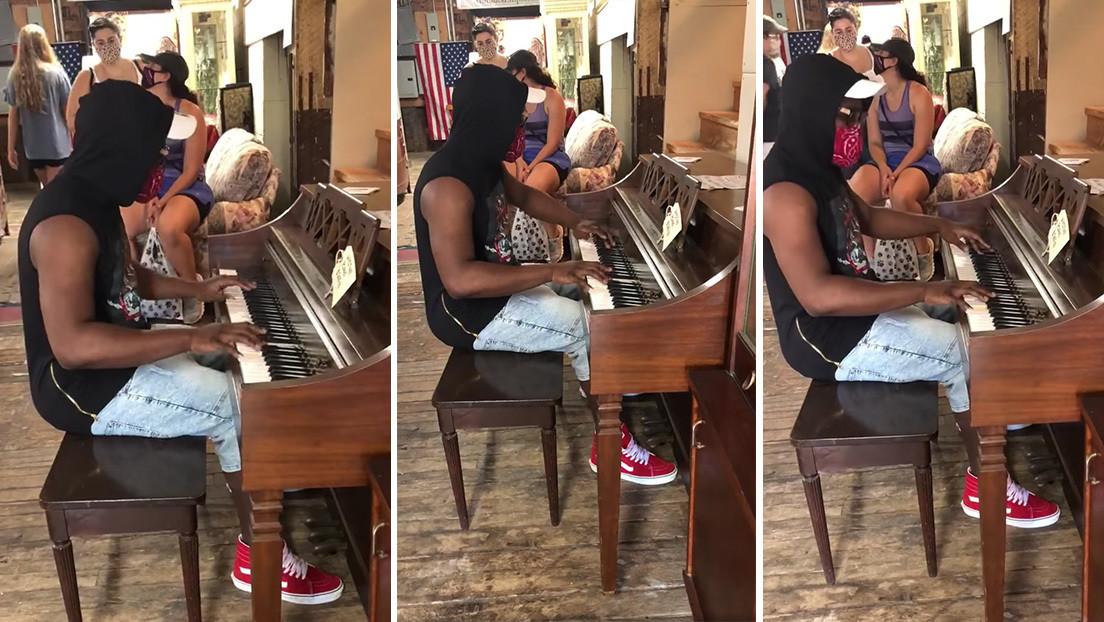 Pide tocar un piano en una tienda, su video se vuelve viral y el dueño le regala un Steinway