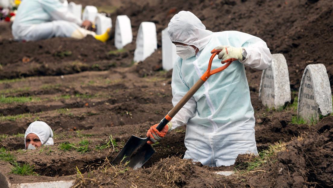 La exorbitante cifra de decesos en Ecuador durante la pandemia y la enorme diferencia con las muertes confirmadas por covid-19 (GRÁFICOS)