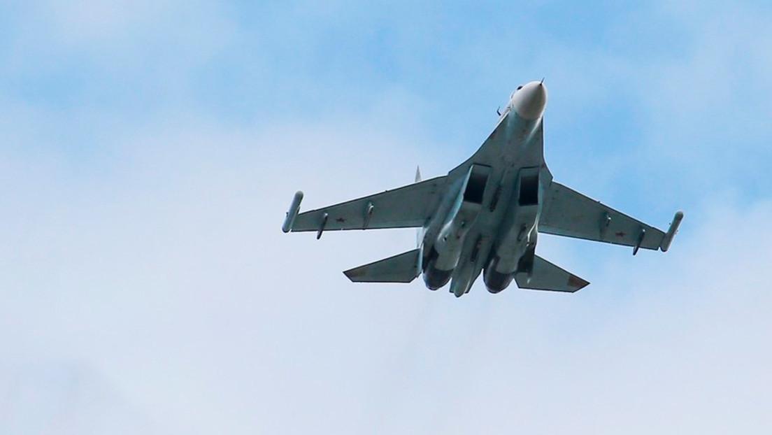 Un caza Su-27 ruso intercepta a aviones espía de EE.UU. sobre el mar Negro