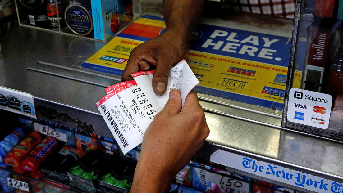 Gana 1 millón de dólares en la lotería gracias a un neumático desinflado