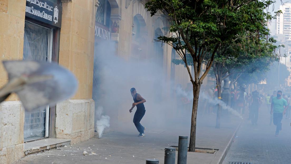 Enfrentamientos con la Policía, piedras y gases lacrimógenos: Miles de libaneses protestan tras las explosiones en Beirut (VIDEOS, FOTOS)