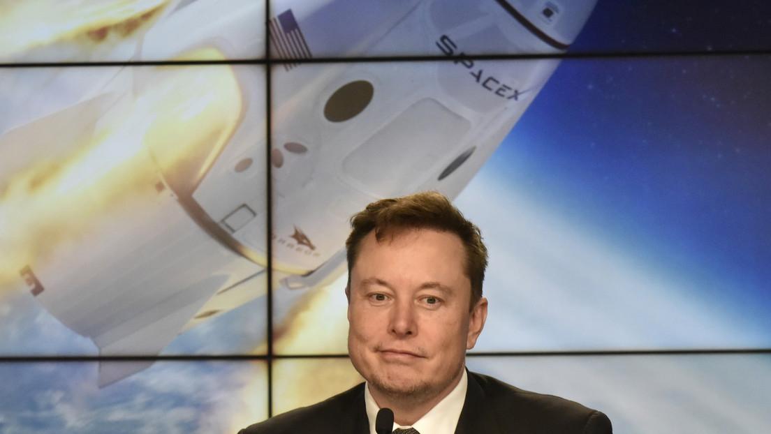 Un estudiante que se acercó a un modelo de Tesla para grabarlo demanda a Elon Musk por difamación