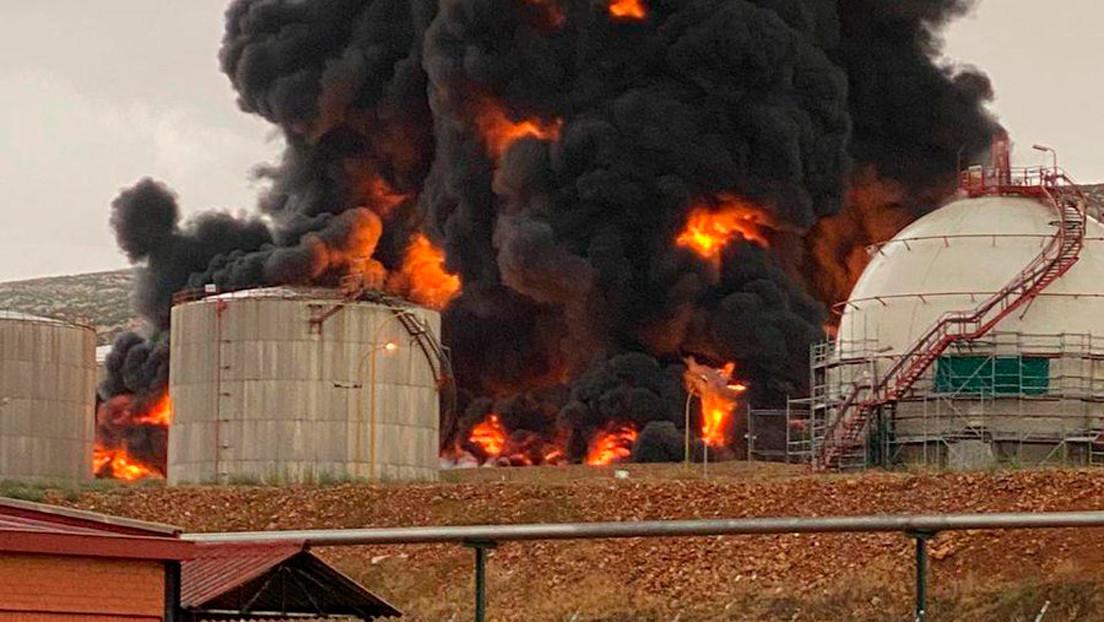 VIDEOS: Un rayo provoca una explosión en una planta petroquímica de Repsol en España