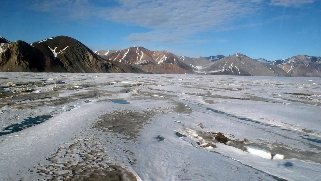 FOTO: La última plataforma de hielo intacta de Canadá colapsa y forma un iceberg del tamaño de Manhattan