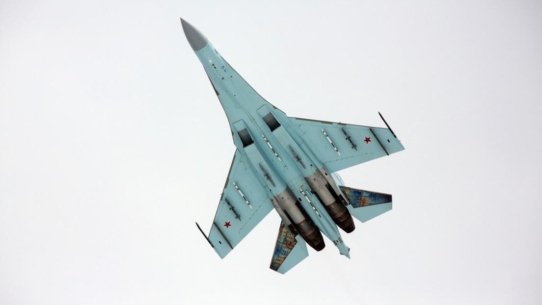 Un caza Su-27 ruso intercepta dos aviones espía de EE.UU. sobre el mar Negro