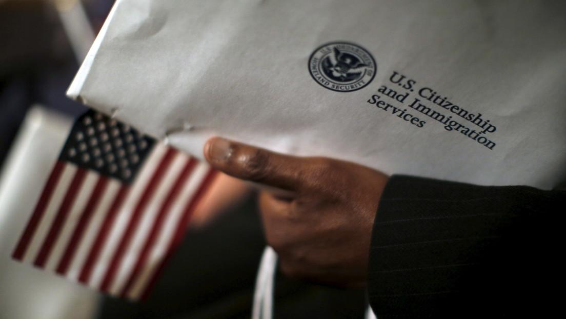Un número récord de personas renuncian a su ciudadanía estadounidense