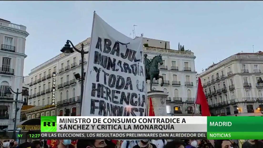 Ministro de Consumo de España critica la monarquía y contradice a Sánchez