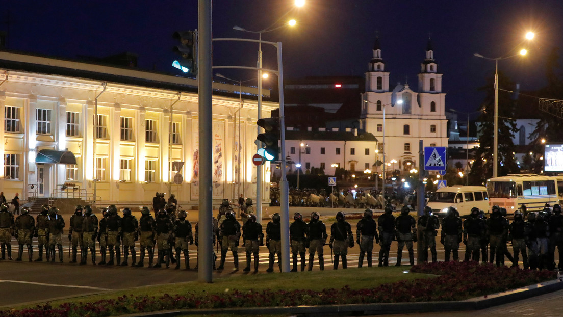 La Policía dispersa a los manifestantes con gases lacrimógenos, balas de goma y granadas aturdidoras en Minsk (VIDEOS)