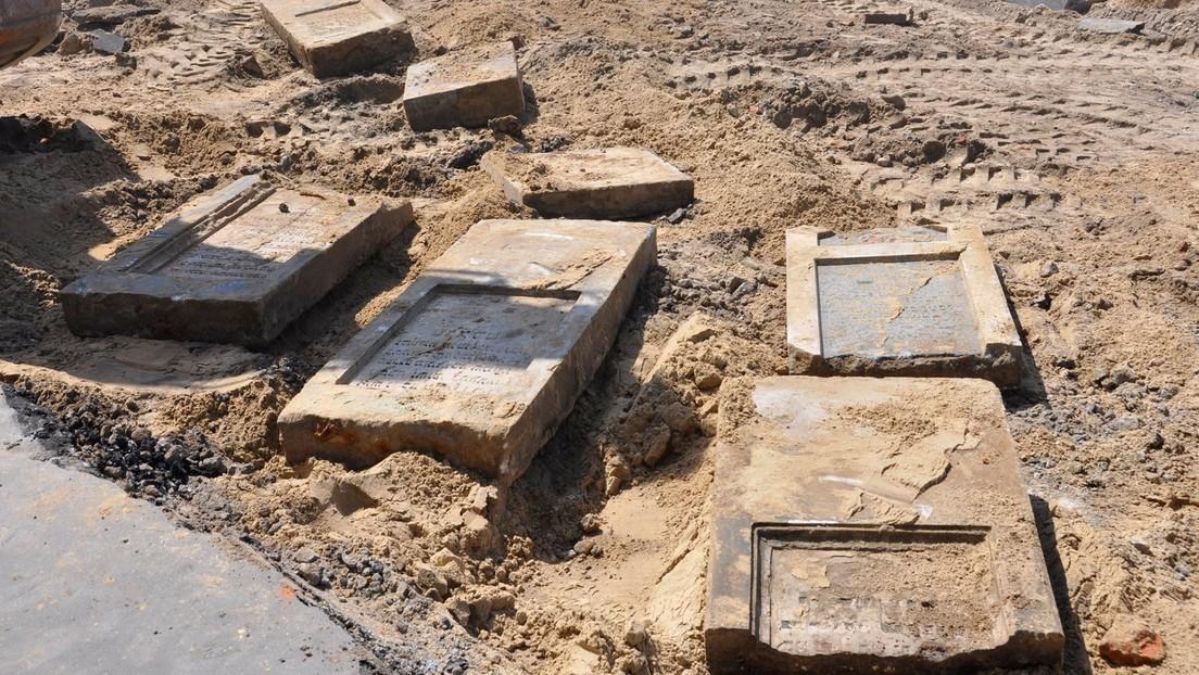 FOTOS: Descubren en Polonia más de 150 lápidas judías, usadas por los nazis durante la II Guerra Mundial para construir una carretera