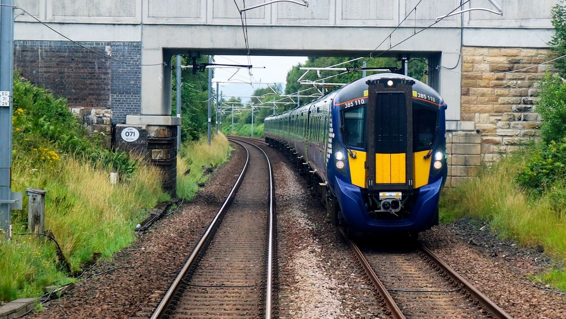 Final trágico: grave accidente de tren en Escocia deja múltiples víctimas