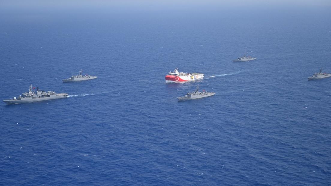 """Francia """"fortalecerá temporalmente"""" su presencia militar en el Mediterráneo tras exigir que Turquía detenga la exploración petrolera """"unilateral"""""""