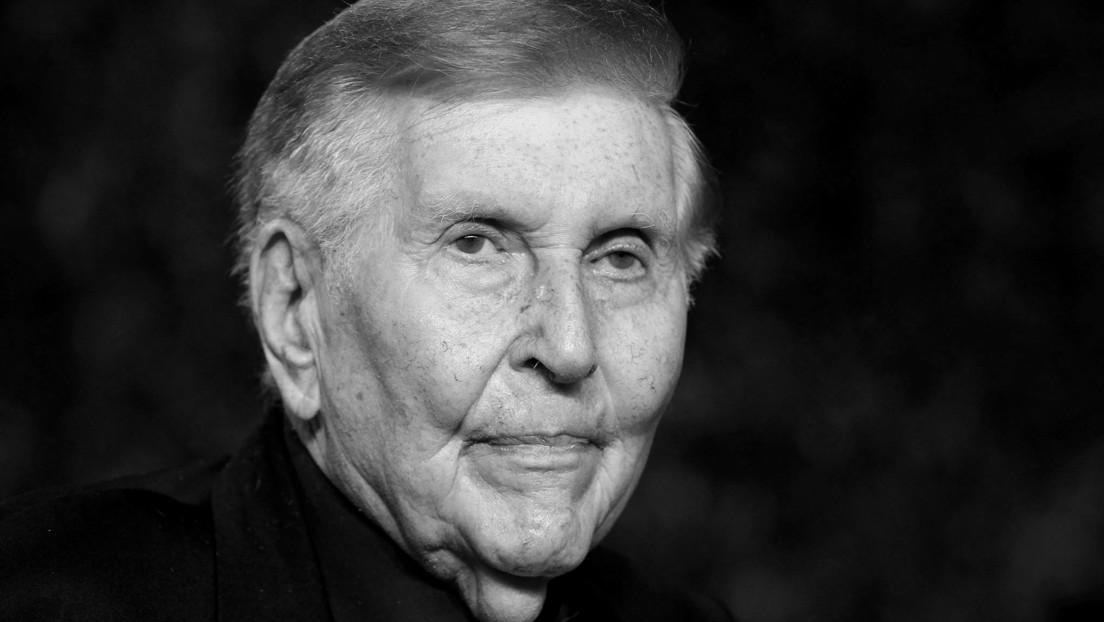 Sumner Redstone, magnate multimillonario de los medios, muere a los 97 años