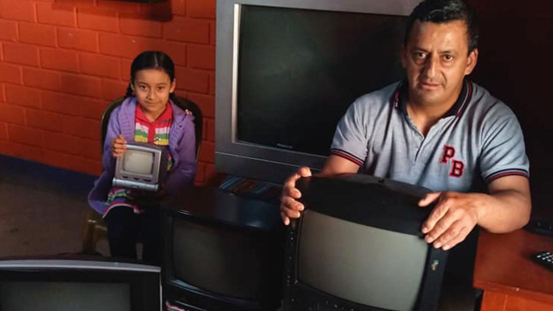 FOTOS: Un profesor peruano reparte televisores entre alumnos pobres para que no se pierdan las clases a distancia