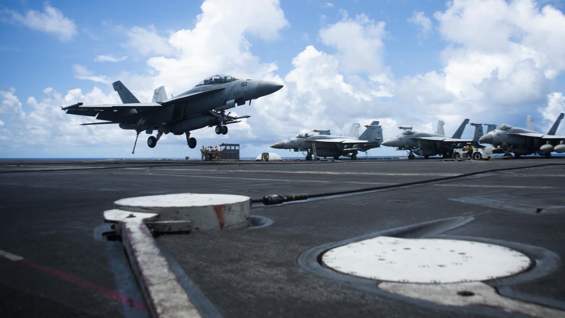 El portaviones USS Ronald Reagan participa en operaciones y ejercicios en el mar de la China Meridional como parte de un grupo de asalto