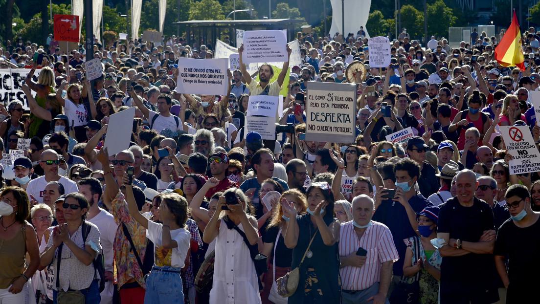 'Antimascarillas' y negacionistas del coronavirus se manifiestan en Madrid con el apoyo de Miguel Bosé