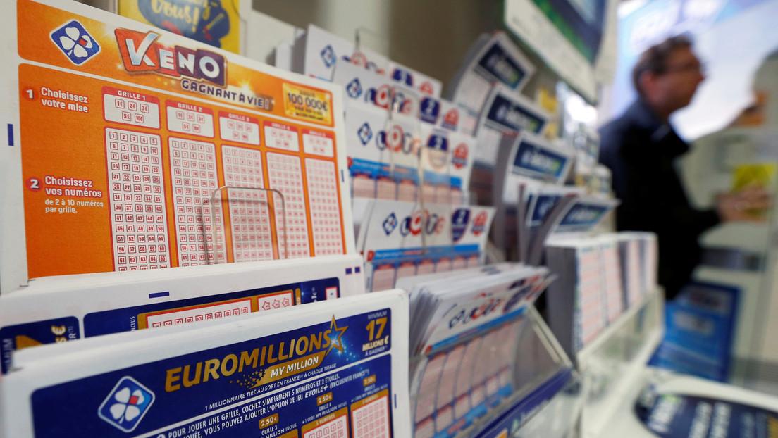 Un distraído jugador de lotería guarda por casi un mes el billete ganador de 1 millón de dólares y solo se da cuenta por casualidad