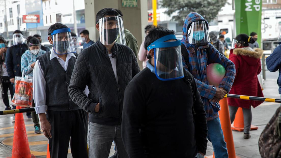 """""""Nos faltan 16.000 médicos"""": Se agrava la crisis del coronavirus en Perú, el país más afectado de la región"""