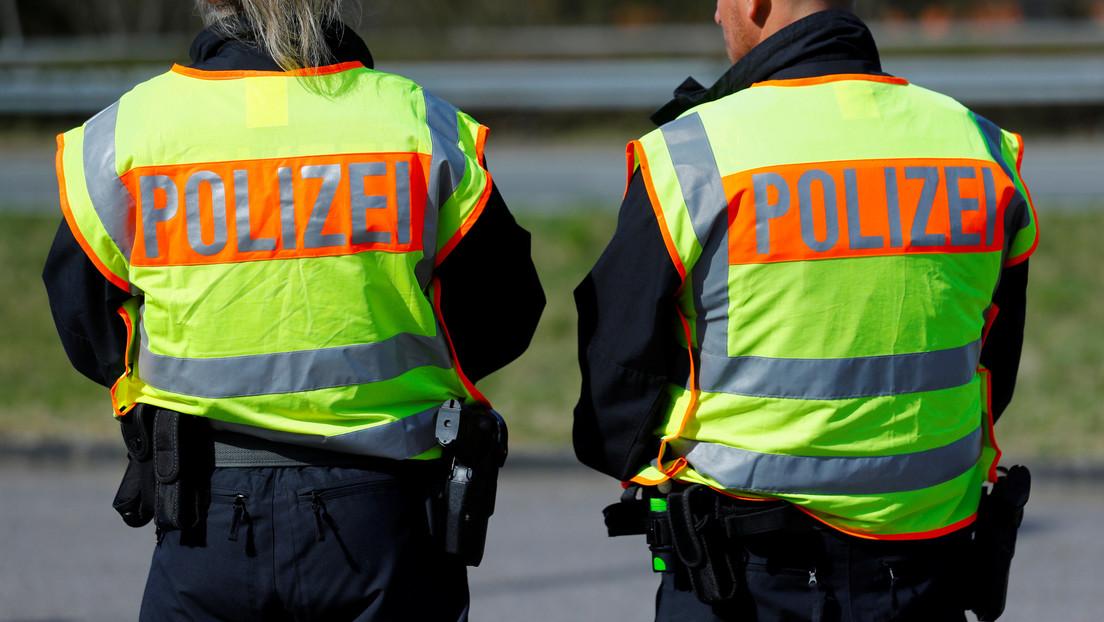 Indignación en Alemania: policía presiona con la rodilla el cuello de un adolescente durante el arresto (VIDEO)