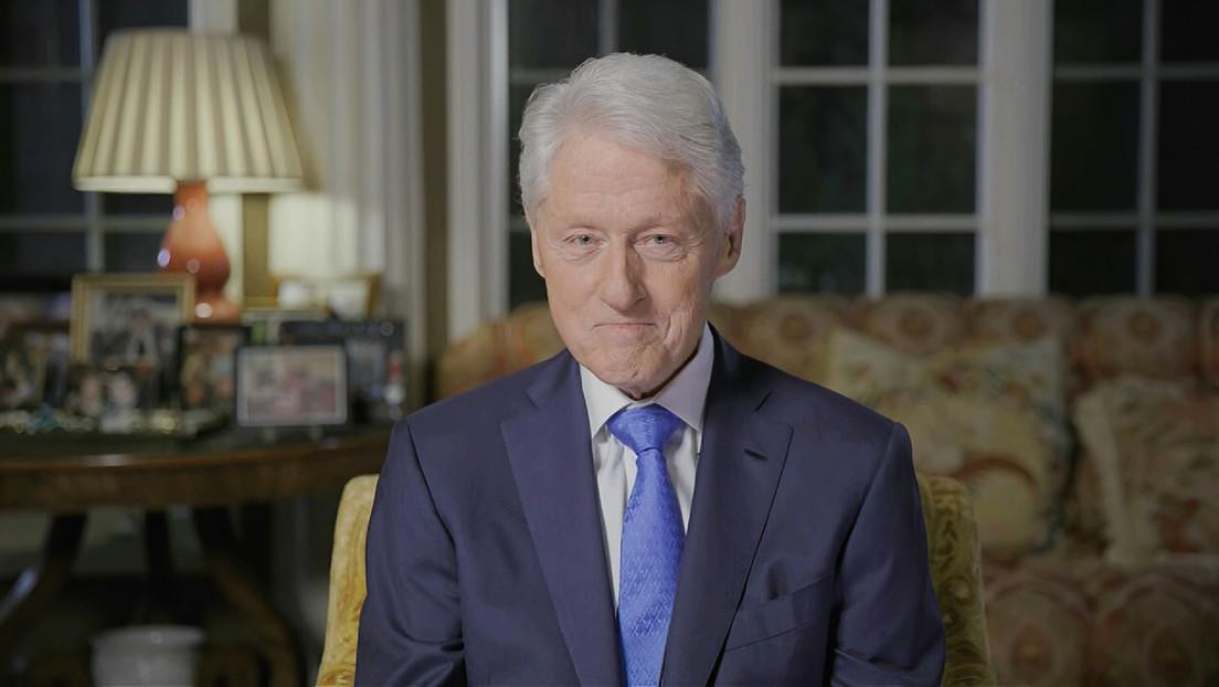 Salen a la luz imágenes de Bill Clinton siendo masajeado por una supuesta víctima sexual de Jeffrey Epstein