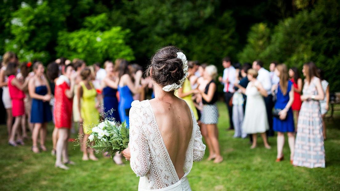 Despedido por acudir a una boda en España en la que el novio dio positivo en coronavirus y hay 200 personas en cuarentena