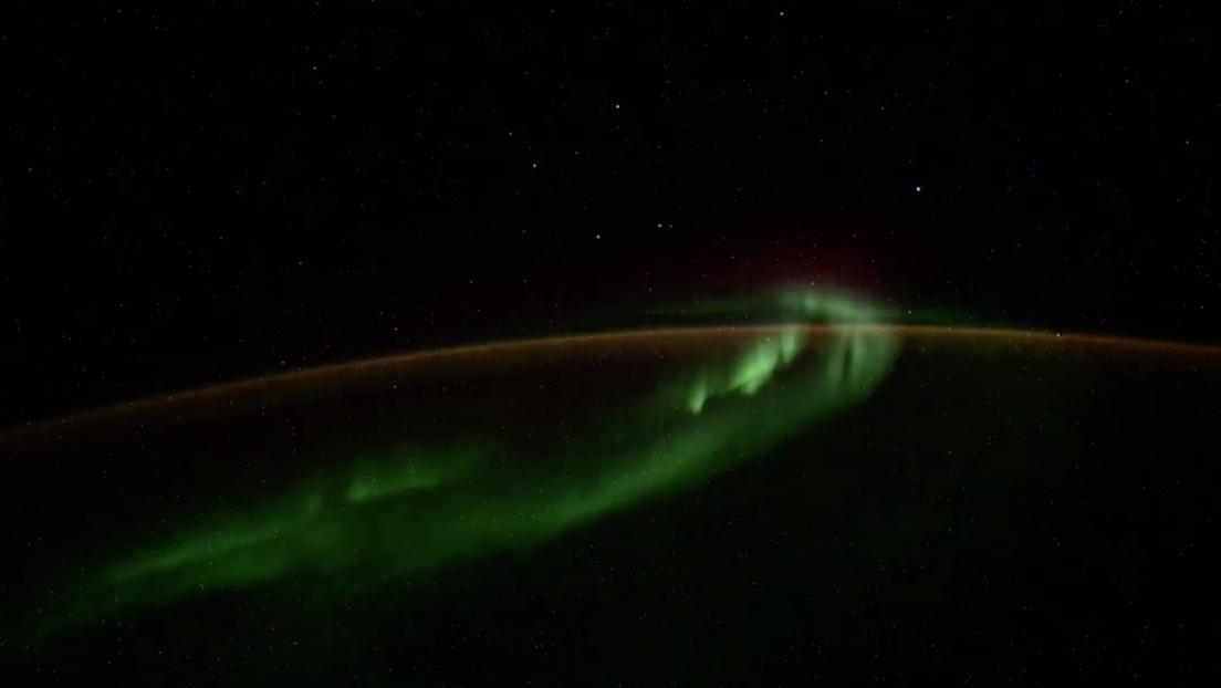 VIDEO: Un tripulante de la EEI filma la aurora polar y capta cinco objetos luminosos no identificados