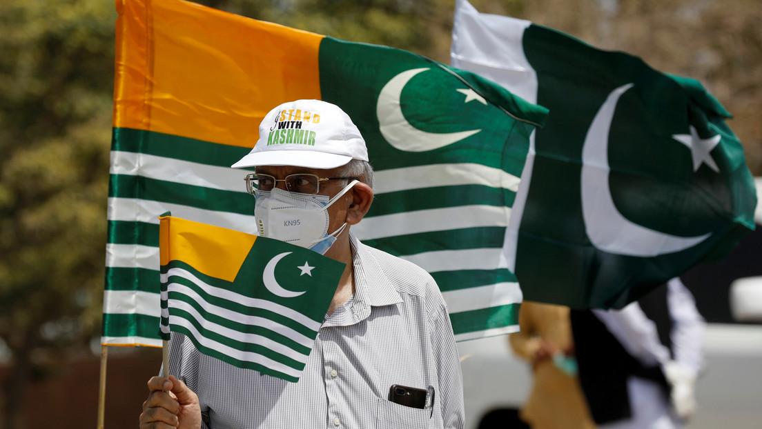 Un ministro de Pakistán advierte a la India que su país puede usar mini bombas nucleares