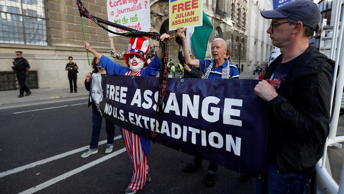 La pareja de Assange lanza una colecta para intentar impedir su extradición a EE.UU.