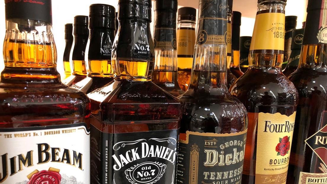 Hombre muere después de tomarse una botella de whisky en solo cinco segundos