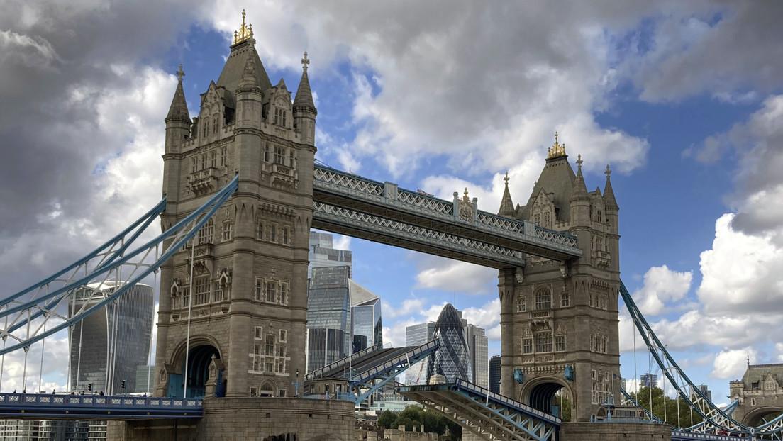El icónico Puente de la Torre de Londres se atasca al abrirse y desata el caos en las calles (VIDEOS, FOTOS)