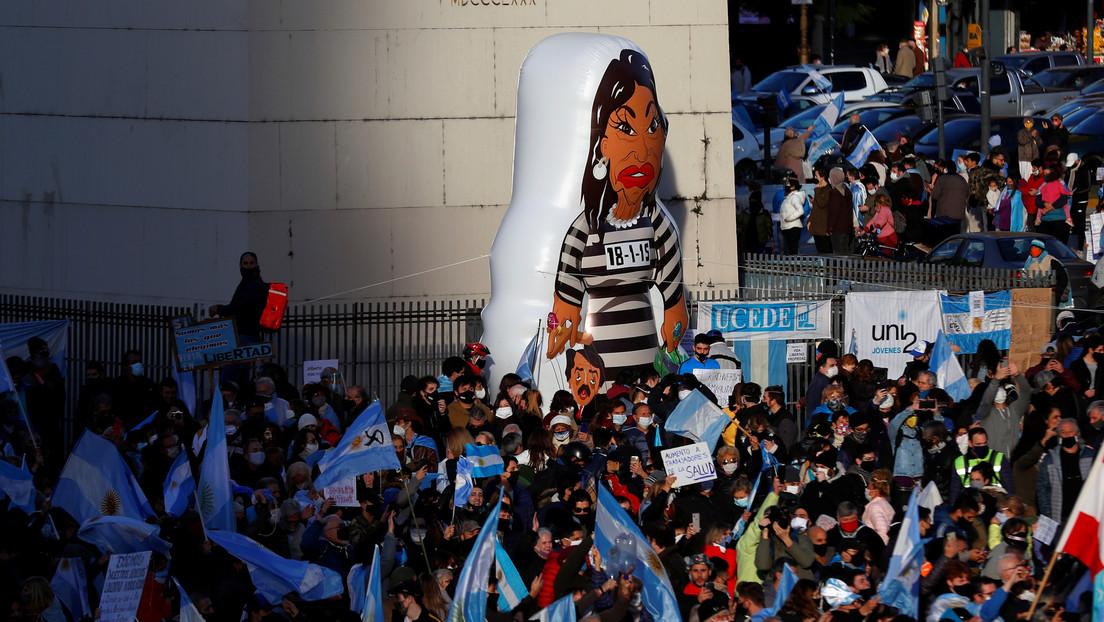 Golpe militar, dictadura, violencia política, helicópteros... los fantasmas que cada tanto reviven en Argentina
