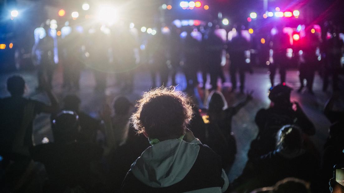 Un joven de 17 años es acusado de las dos muertes durante las violentas protestas en Kenosha