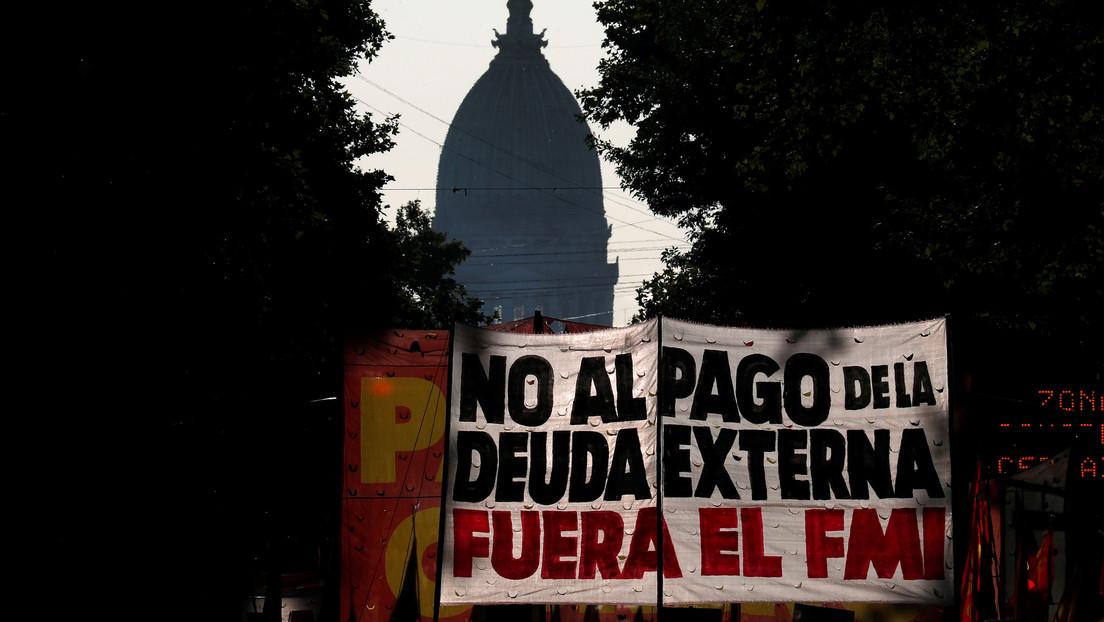 Cómo el neoliberalismo está en 'default' en América Latina (y qué hace para no desaparecer)