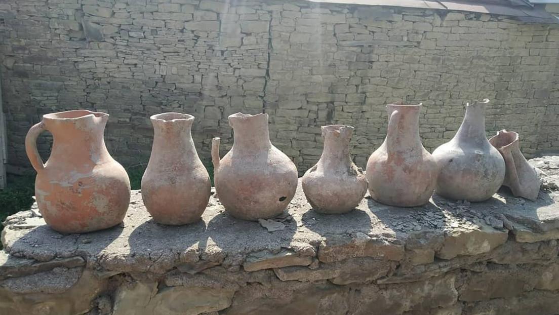 FOTOS: Un hombre encuentra unas catacumbas con restos humanos en su jardín mientras hacía reformas en su casa