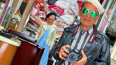 Dos ancianos se convierten en una sensación en Instagram con sus increíbles 'looks' con la ropa olvidada en su lavandería