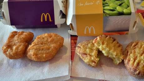 Trozos de mascarilla dentro de unos nuggets de pollo de McDonald's llevan a una niña al borde de la asfixia