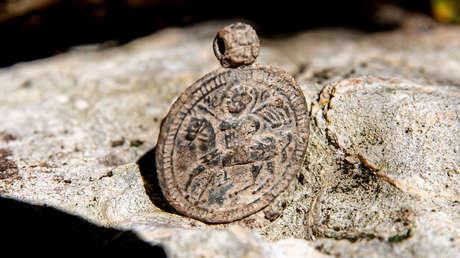 Encuentran un medallón bizantino en las excavaciones de un antiguo palacio en Crimea