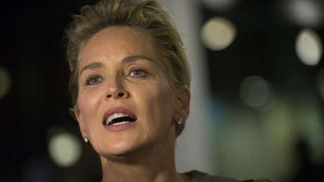 """Sharon Stone nennt Trump """"Killer"""" und enthüllt die herzzerreißende Geschichte und """"Lügen"""" ihrer Familie über Covid-19"""
