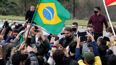 Cómo Bolsonaro rentabiliza las ayudas a los más pobres durante la pandemia para aumentar su popularidad