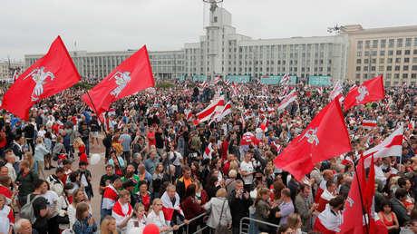 Más de 100.000 personas marchan por Minsk para protestar contra Alexánder Lukashenko (VIDEO, FOTOS)