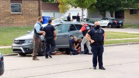 Un segundo video muestra un altercado entre Jacob Blake y policías, momentos antes de que un agente le disparara 7 veces